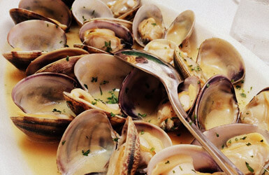 Seafood restaurant in Barcelona: clams