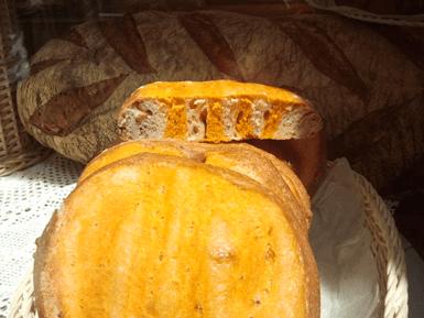 La Diada de Sant Jordi: St. Jordi bread