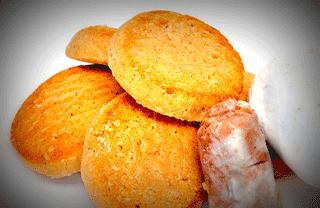 Spanish Christmas Food: Polvorones and Mantecados