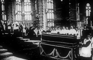 Death and life of Antoni Gaudi