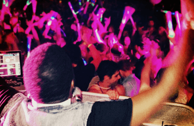 Nighlife in Barcelona: dancing to the DJ