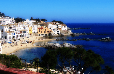 What to do in Costa Brava: go to the beach