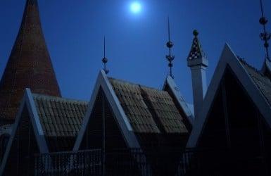 Top Barcelona attractions at night: Casa de les Punxes