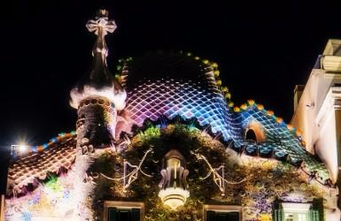 Barcelona night sightseeing: Casa Batlló