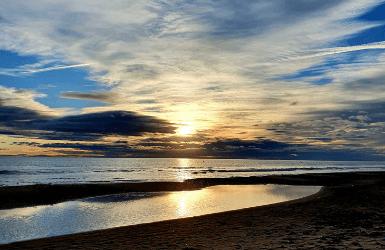 Should you visit Barcelona or Valencia? Similar beaches